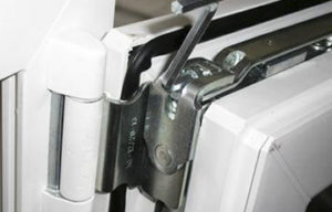 Регулировка прижима створки пластикового окна